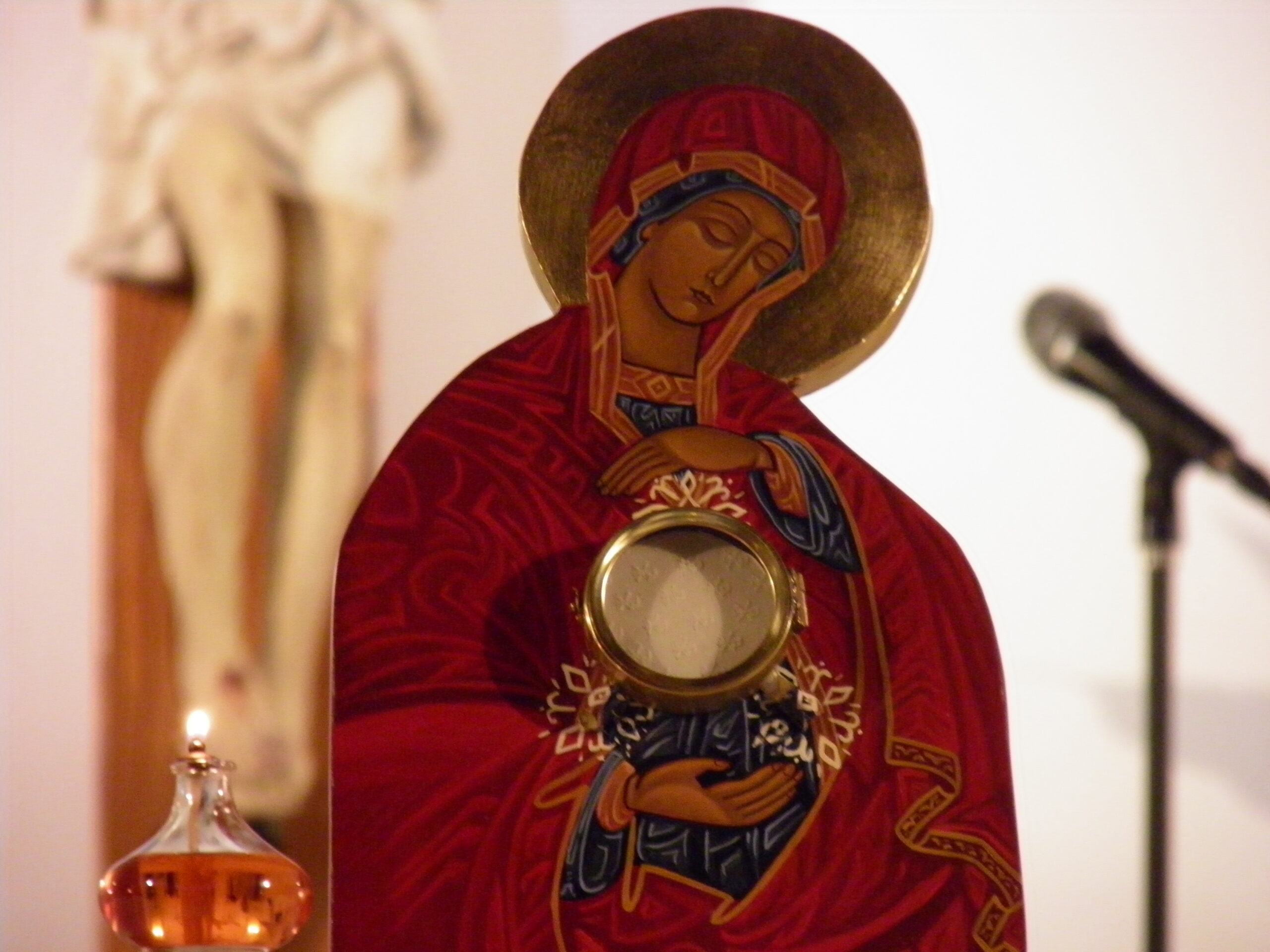 Five Facts People Ignore Before Accusing Catholics of Worshipping Mary