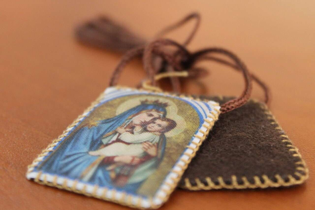 How the Scapular protected this priest from a gunshot