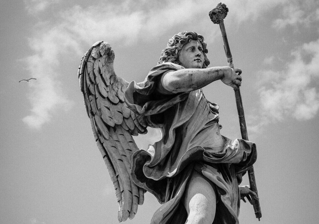 Padre Pio teaches how to relate with your Guardian Angel
