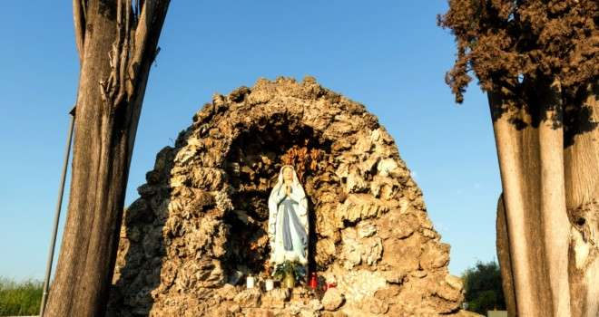 Our Lady of Fatima and a Good Samaritan on the Highway