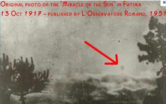 """Is This a Photo of Fatima's """"Miracle of the Sun""""? The Truth Behind the Popular Photo"""