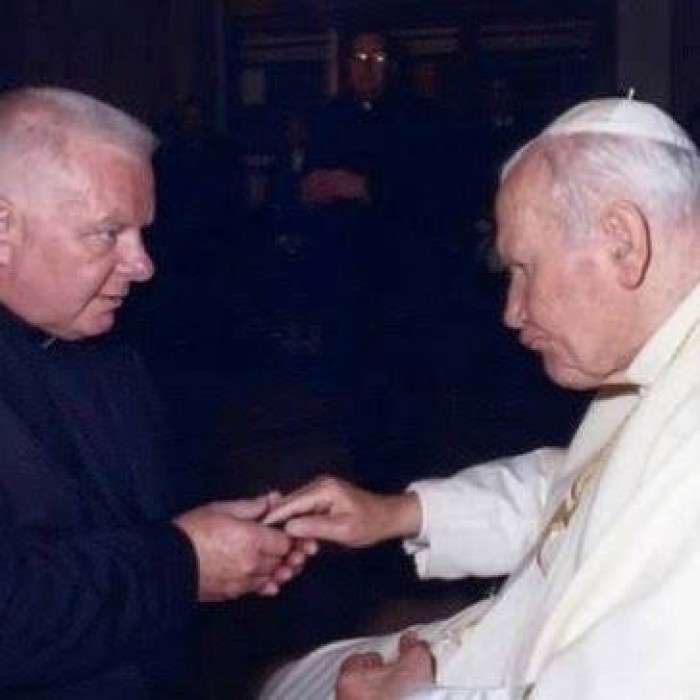Priest Witnesses Miracle in ER as He Brings Dead Man Back to Life.