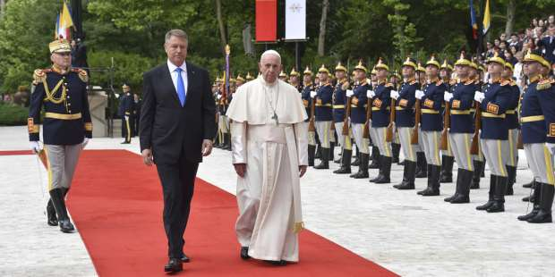 Pope: We have to do more than insult our politicians. We have to pray for them