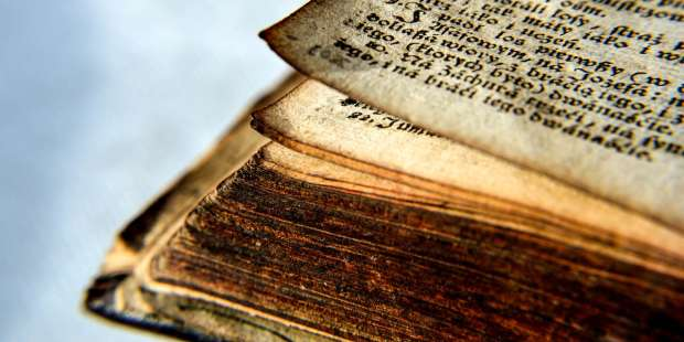 Who divided the Bible into chapters and verses?