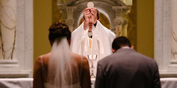 6 Ways the Eucharist changes you like a marriage does