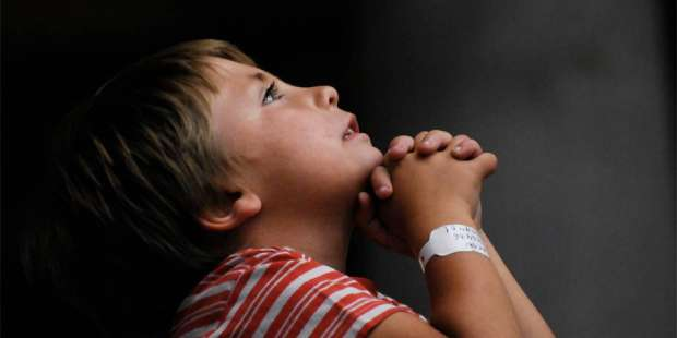 8-year-old boy prays to the Blessed Sacrament, obtains healing for his family