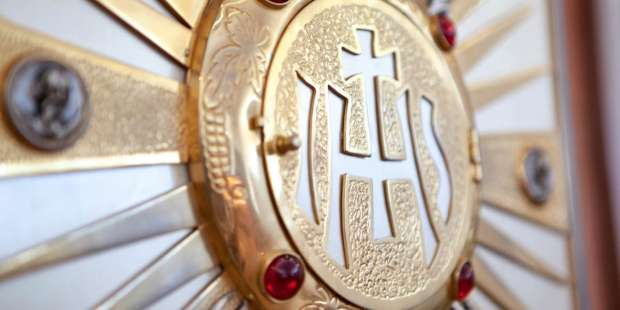 Send your love to Jesus in the Eucharist with this morning prayer