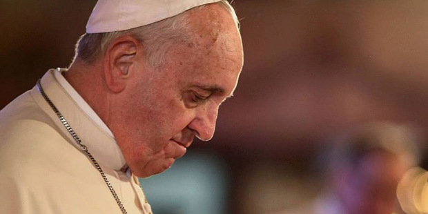 Pope prays for Lebanon, asks international community to help