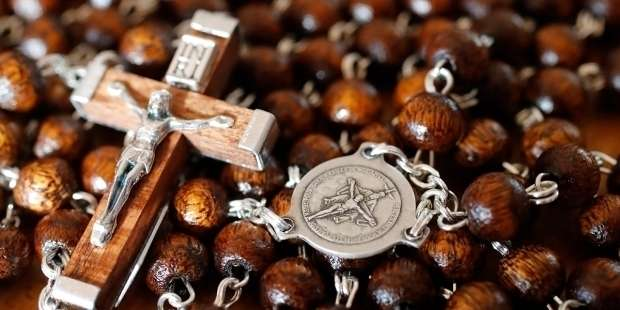 """Pope sends rosary for man who killed """"martyr of charity"""" priest"""