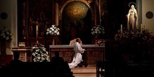 Prayer to protect priests from the devil's snares