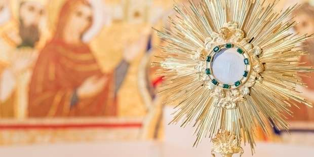 3 Words that can help form our prayer at Eucharistic Adoration