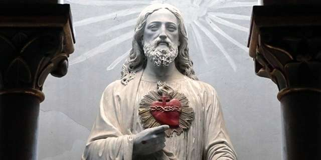Feeling weak? Find strength in the Heart of Jesus with this prayer
