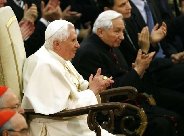 Benedict XVI cedes inheritance from brother to Holy See