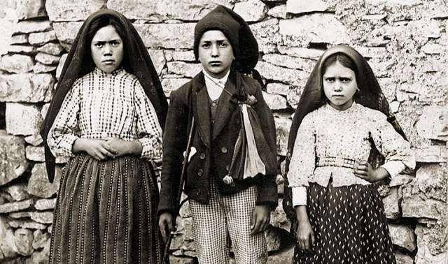 Saint of the Day: Sts Francisco and Jacinta Marto (SATURDAY, FEBRUARY 20)
