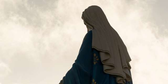 Virgin Mary statue marred by ISIS to be blessed by Pope Francis
