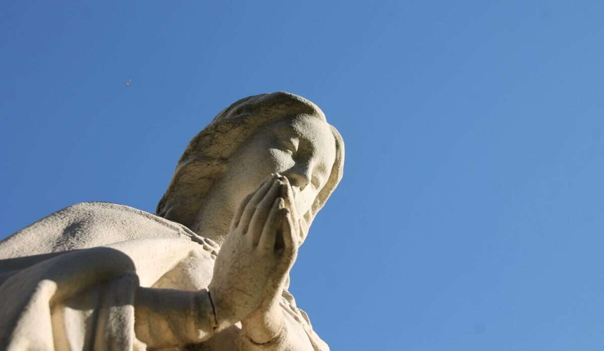 This a statue of Mary praying. Here you can see both the statue and the blue sky