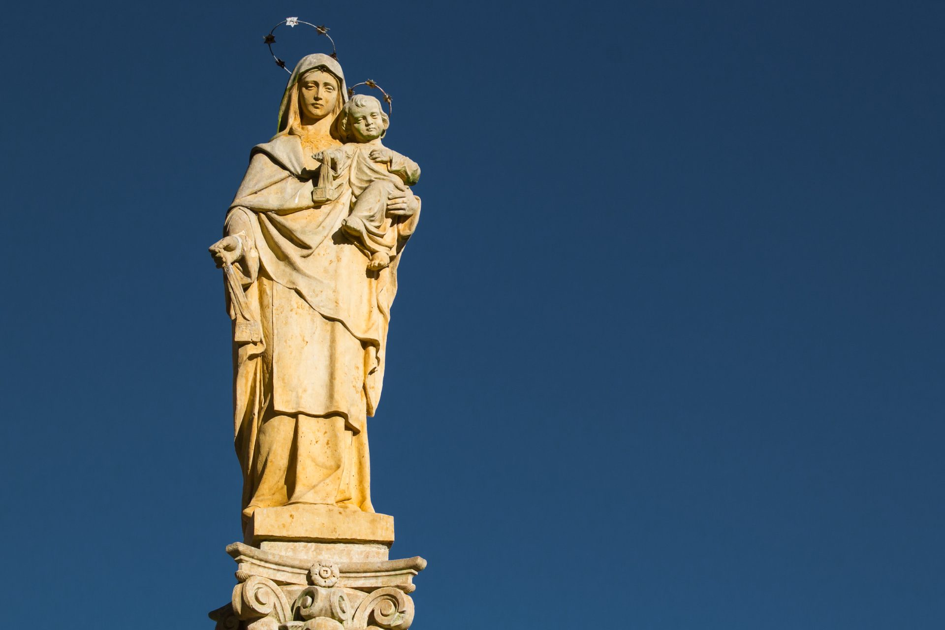 A story of miraculous salvation from Mary's intercession